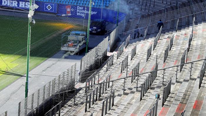 防止球迷闹事!汉堡加高主场球迷防护栏