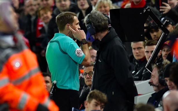 每日电讯:英超俱乐部或反对在下赛季联赛中引进VAR