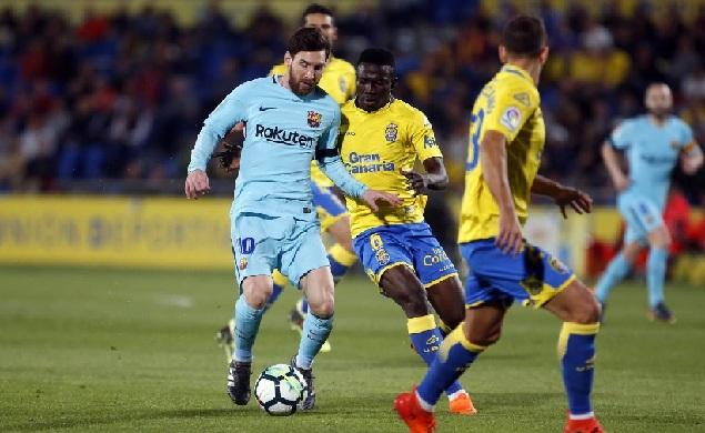 梅西任意球破门齐齐佐拉禁区外手球遭漏判,巴萨客场1-1拉斯帕尔马斯