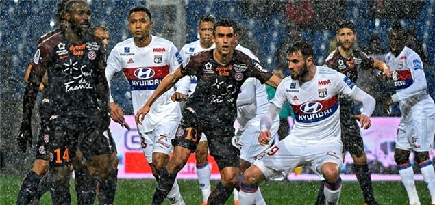 法甲:马里亚诺破门里昂联赛6轮不胜,托万读秒破门马赛平南特