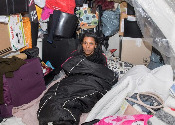 无家可归,枪手小将母亲哭诉:我的儿子被金钱冲昏了头脑