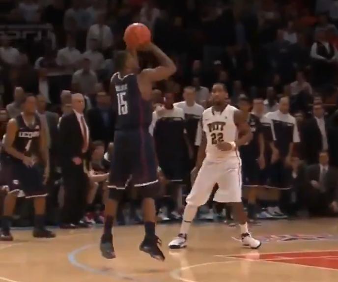 老视频:肯巴-沃克晃倒对手绝杀匹兹堡大学