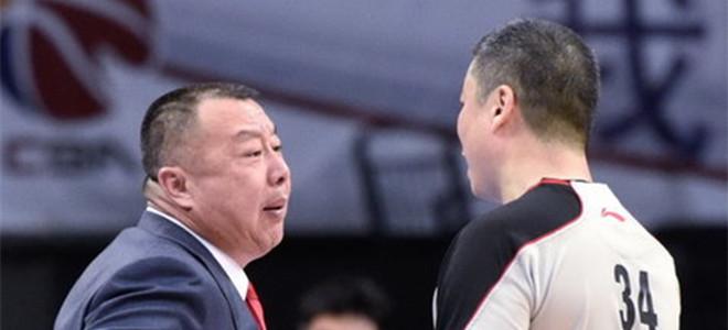 吴庆龙:跟广厦队有差距,被对手连续打进很致命