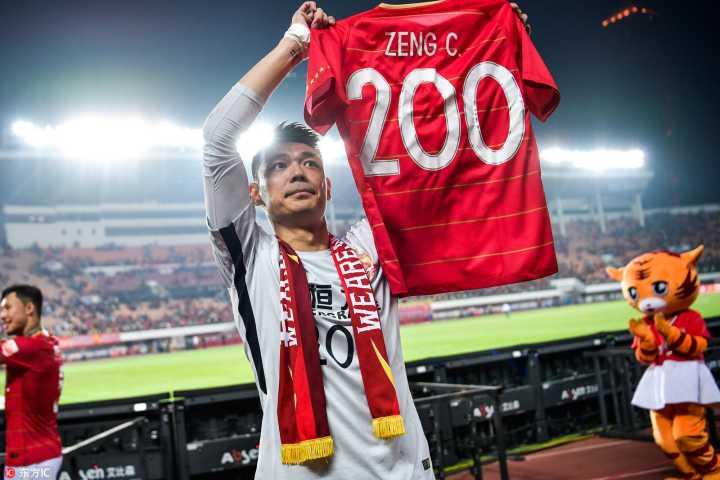 多图流:曾诚获200场纪念球衣,致意老东家建业球迷