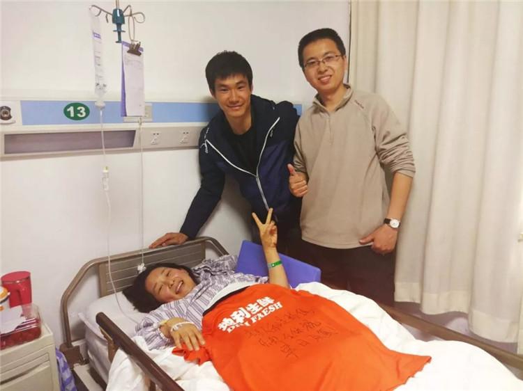 人和球迷遇车祸入院,万厚良前往探望祝其早日康复