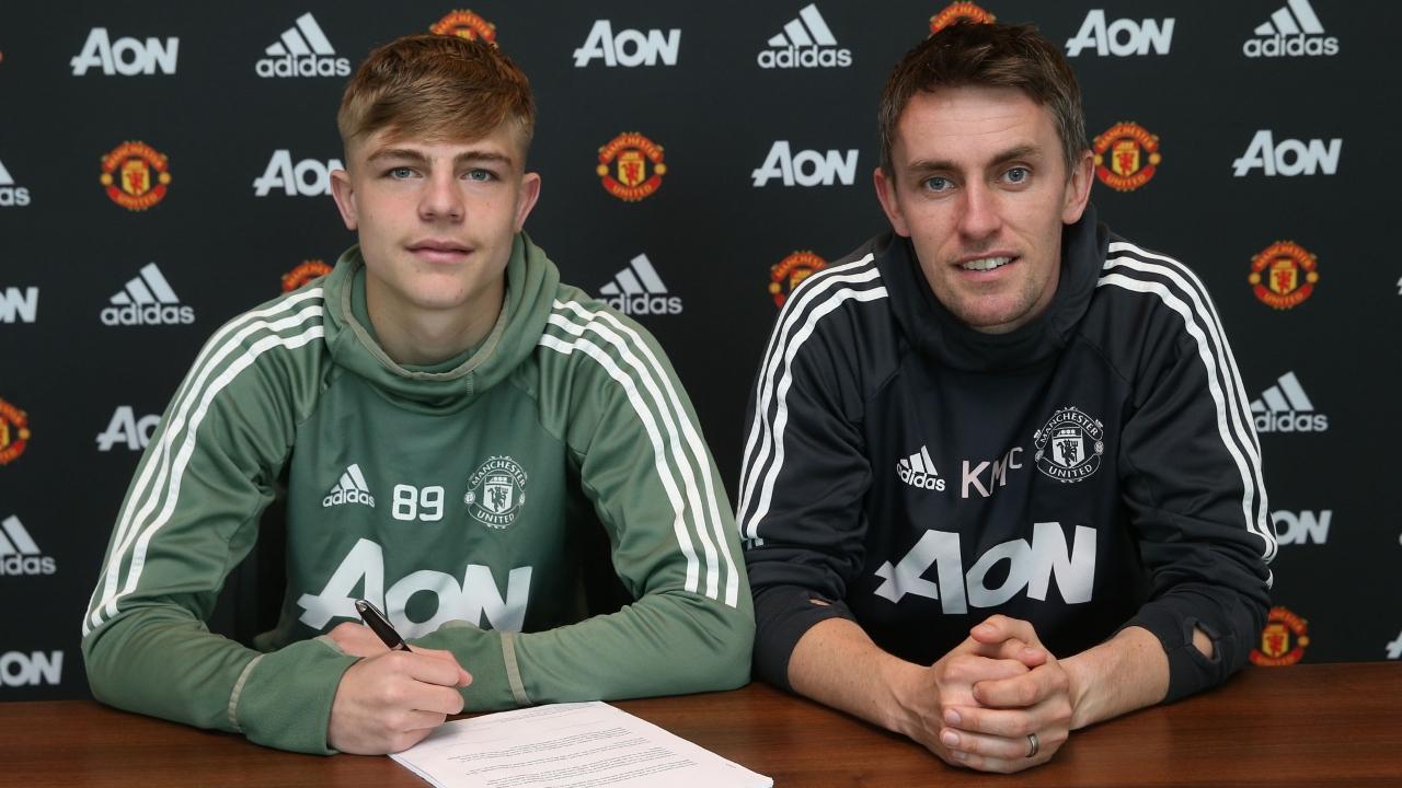 官方:17岁小将布兰登-威廉姆斯同曼联签下职业合同