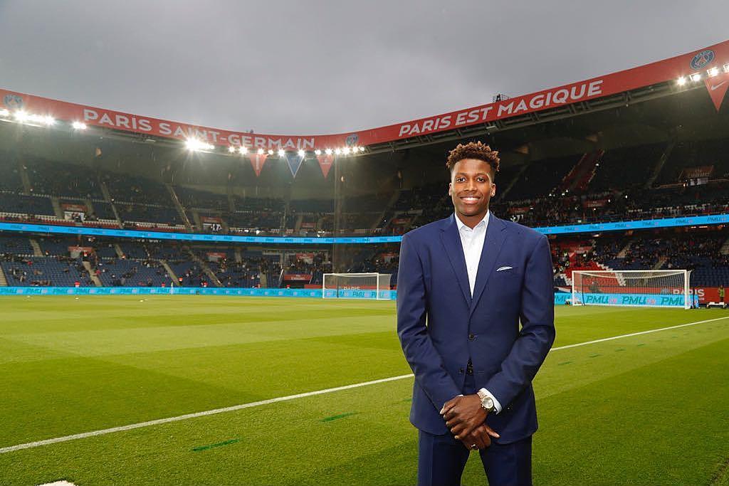 尼利基纳到访巴黎圣日耳曼主场体育�。汉馨舻木�历