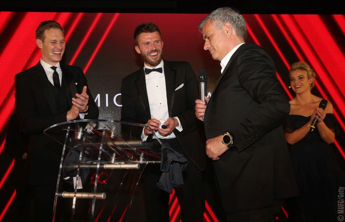 卡里克被授予特别成就奖,穆帅:欢迎加入教练组