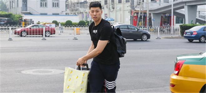 李敬宇:再度入选男篮很荣幸,和曾令旭默契十足