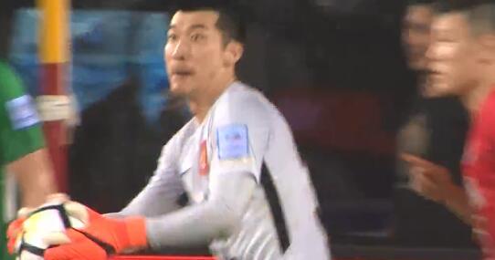 GIF:刘殿座立功!梁学铭主罚点球被扑出