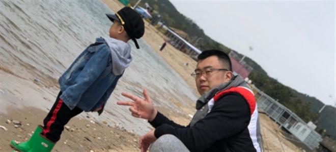 韩德君与儿子外出度假:大韩带小韩的一天