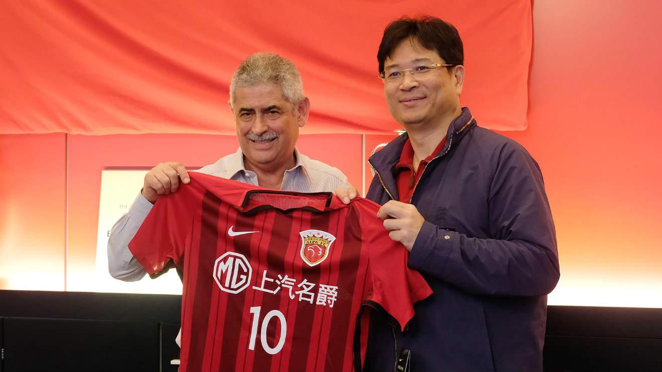 上港集团代表团造访本菲卡俱乐部,研究未来合作事宜