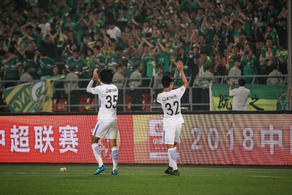多图流:不忘昔日情,陈志钊、于洋等赛后致敬旧主球迷