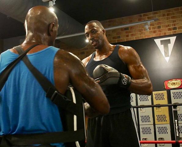 苦练!霍华德发布自己练习拳击的照片