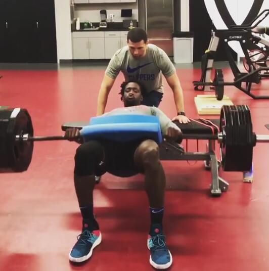 贝弗利发布自己训练的视频:是的,这是184公斤