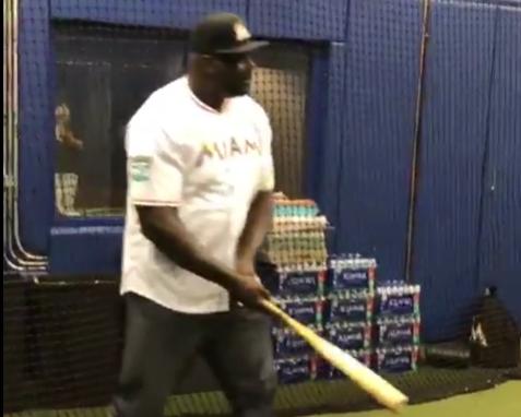 技术如何?奥尼尔发布自己打棒球的视频