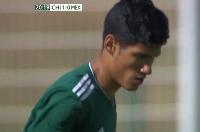 GIF:太悬了!墨西哥攻势猛烈,阿尔瓦拉多爆射中柱