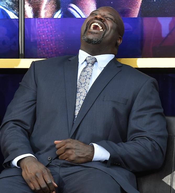 媒体发图调侃麦基扣篮被篮筐帽:来自奥尼尔的笑声