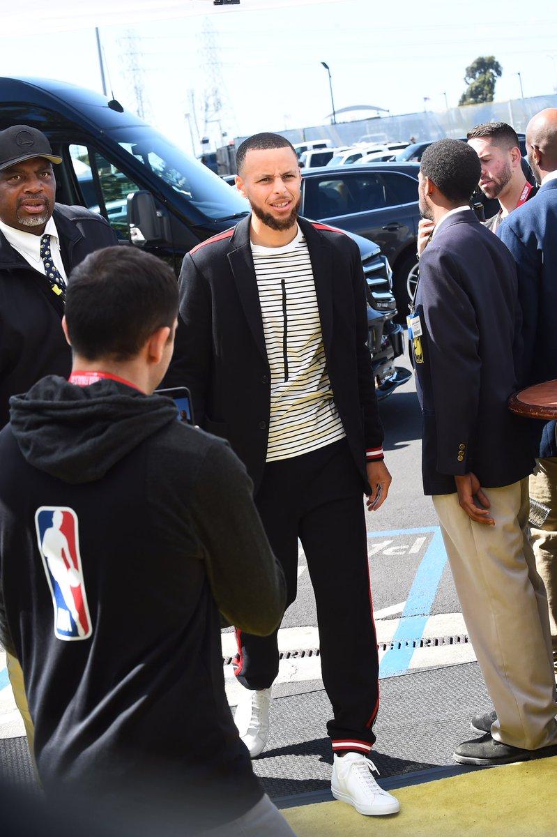 蓄势待发!勇士官方发布球员抵达球馆的照片