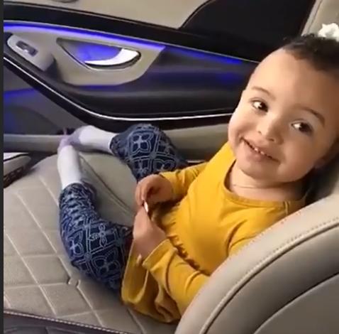 可爱!麦基晒出女儿车中短视频