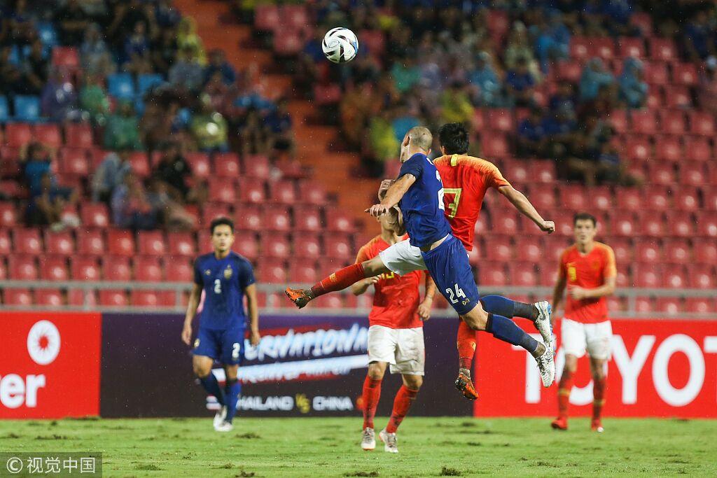 央视:泰国球员脚下频率太快,期盼武磊撑起国家队