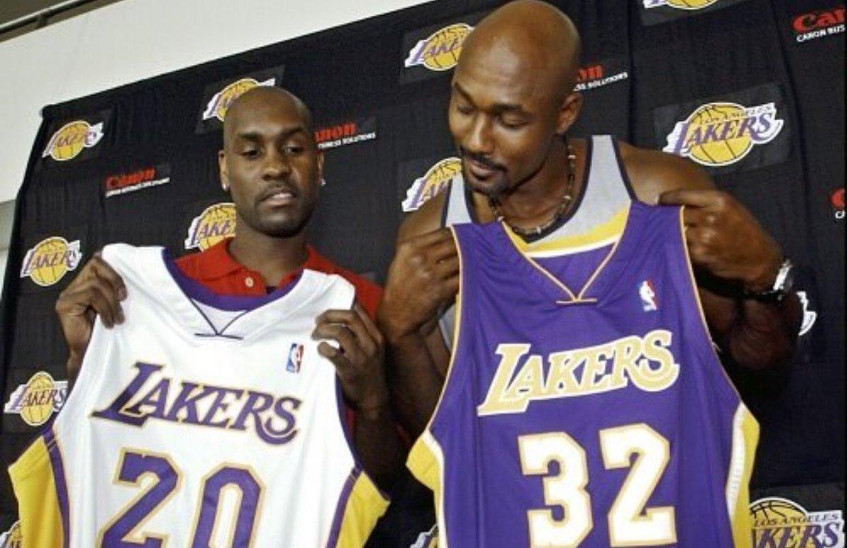 媒体发布马龙和佩顿在2003年拿着湖人球衣的旧照
