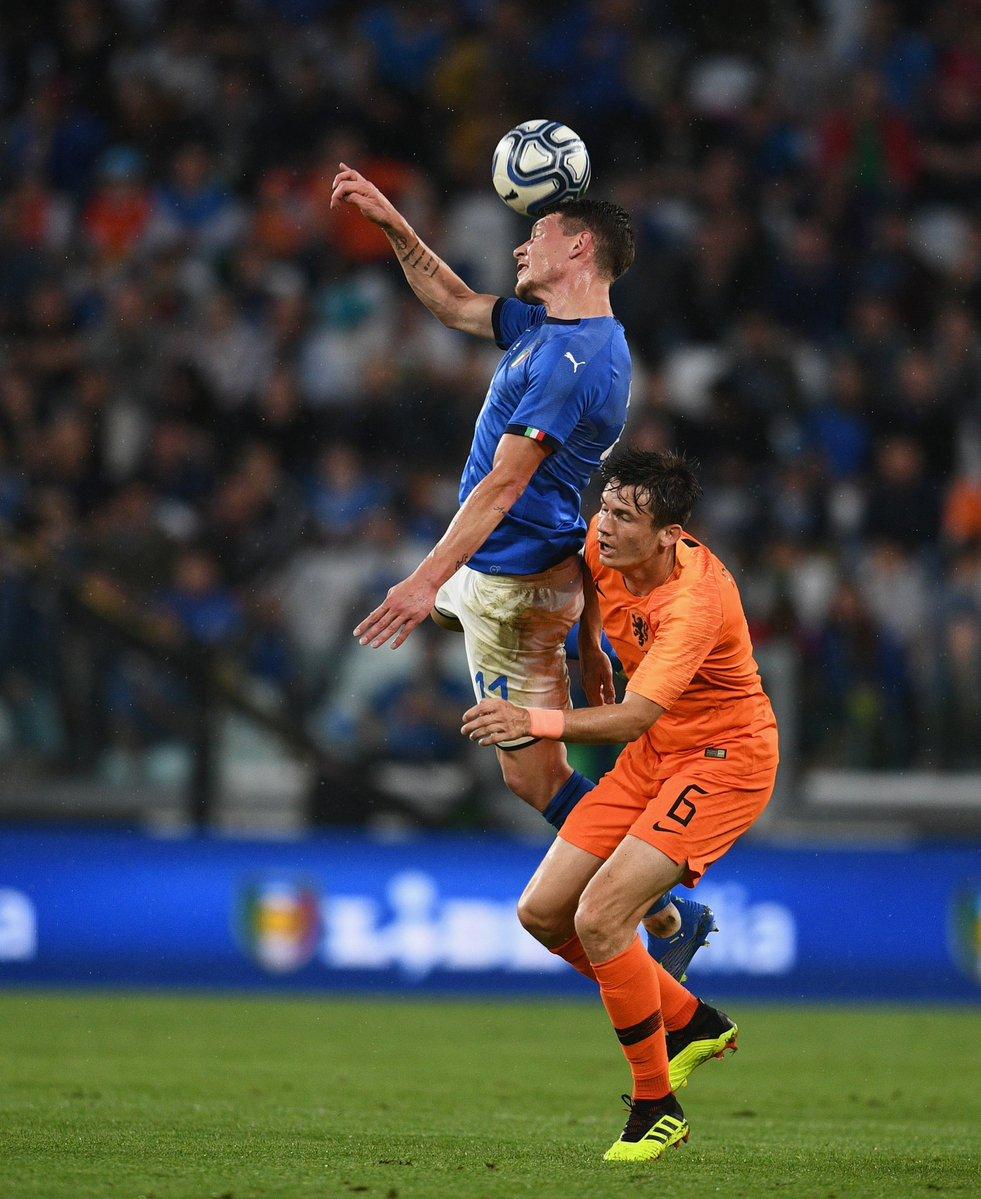 GIF:阿克头槌建功,荷兰扳平比分