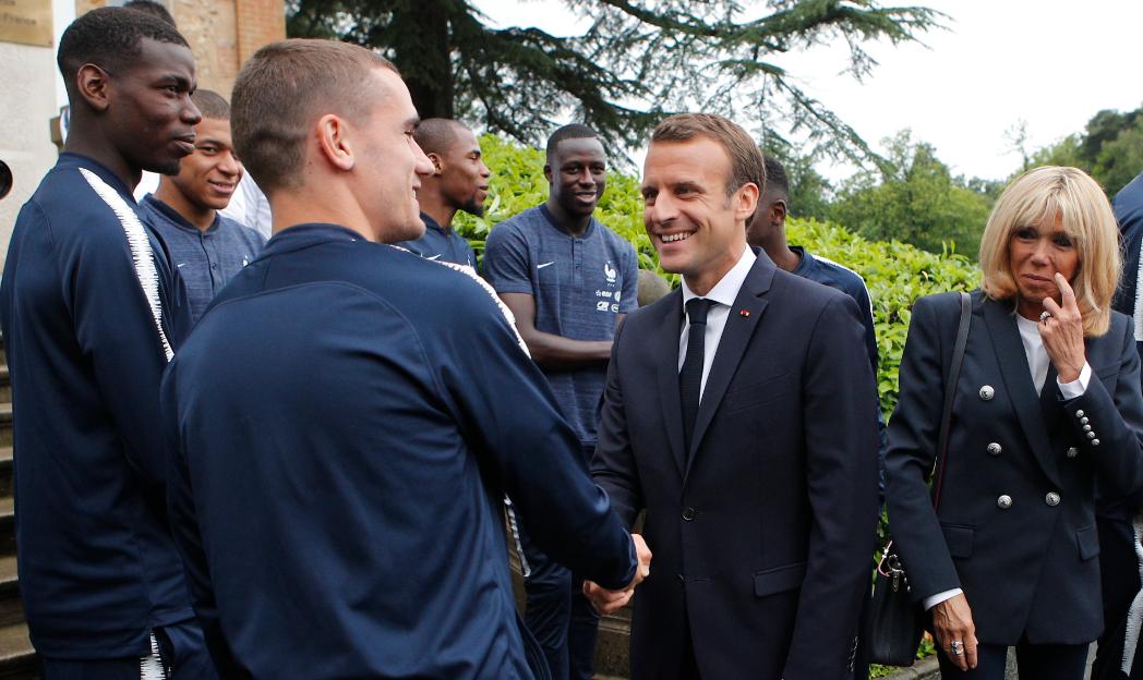 马克龙为法国队出征世界杯饯行:盼你们为法国队徽上添第二颗星
