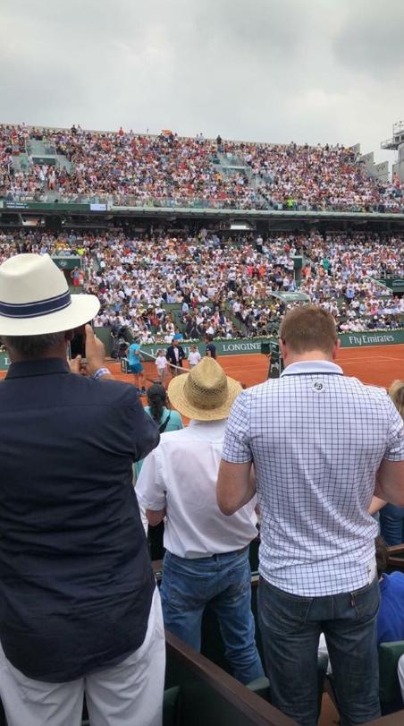 巴图姆晒出自己在现场观看法网男单决赛的照片