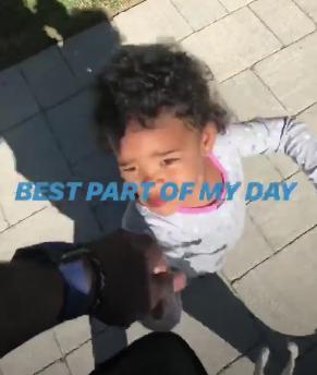 朱-霍勒迪牵着女儿散步:一天中最棒的时段