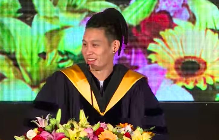 林书豪毕业典礼致辞:成就伟大需要一些些疯狂