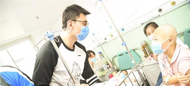 北京队员探望白血病儿童,吉喆:内心很痛