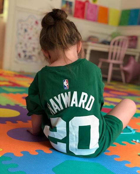 小甜心!海沃德妻子晒出女儿穿海沃德球衣的照片