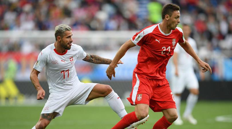 365在线体育:塞尔维亚球员在场上和对手进行激烈的较量。