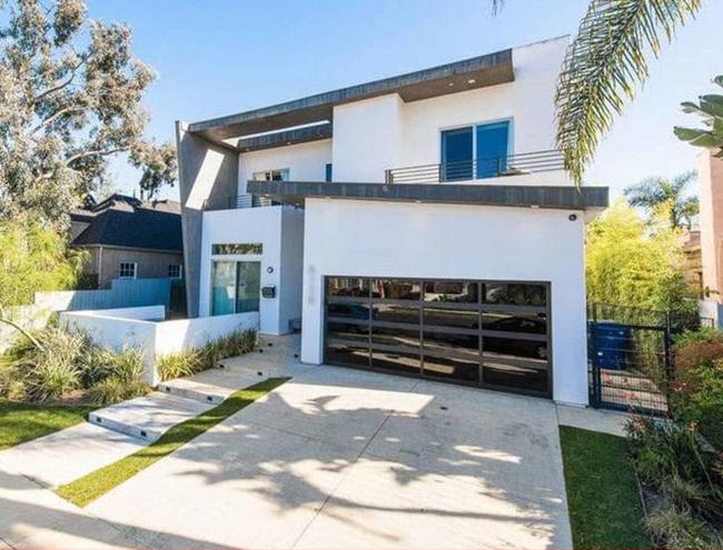 本-西蒙斯已与肯达尔-詹娜在洛杉矶租房同居
