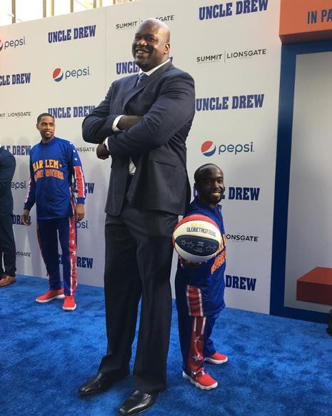 最萌身高差?1.3米的哈林篮球队球员合影奥尼尔