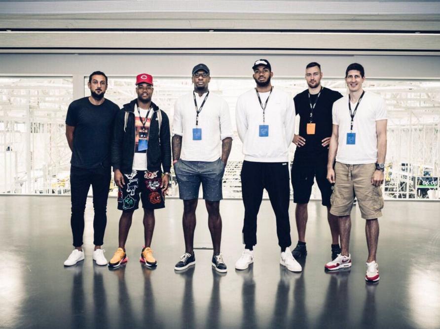 莫泰与唐斯、贝里内利等一众NBA球员现身意大利