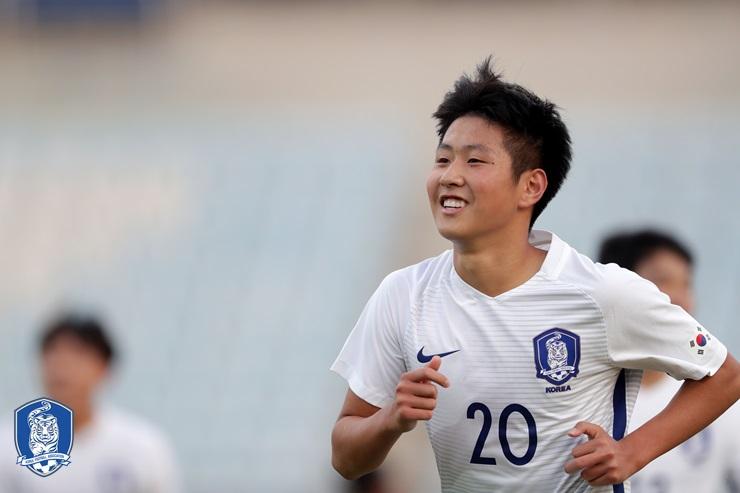 瓦伦西亚媒体:西班牙足协拟归化17岁韩国前锋李康宁