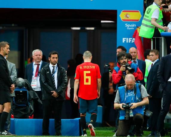 伊涅斯塔宣布退出国家队:今天是我在西班牙队的谢幕演出