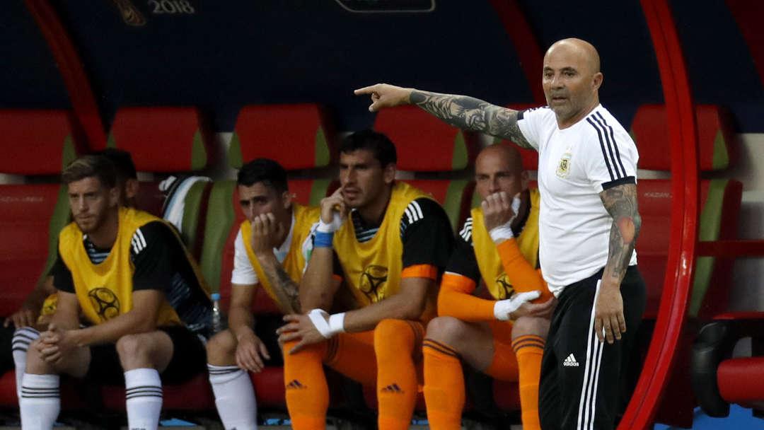 阿媒:桑保利已和阿根廷足协主席会面,将携助教一起下课