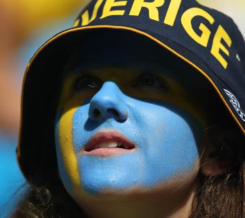 GIF:阿凡达来自瑞典?瑞典球迷脸上画国旗神似阿凡达