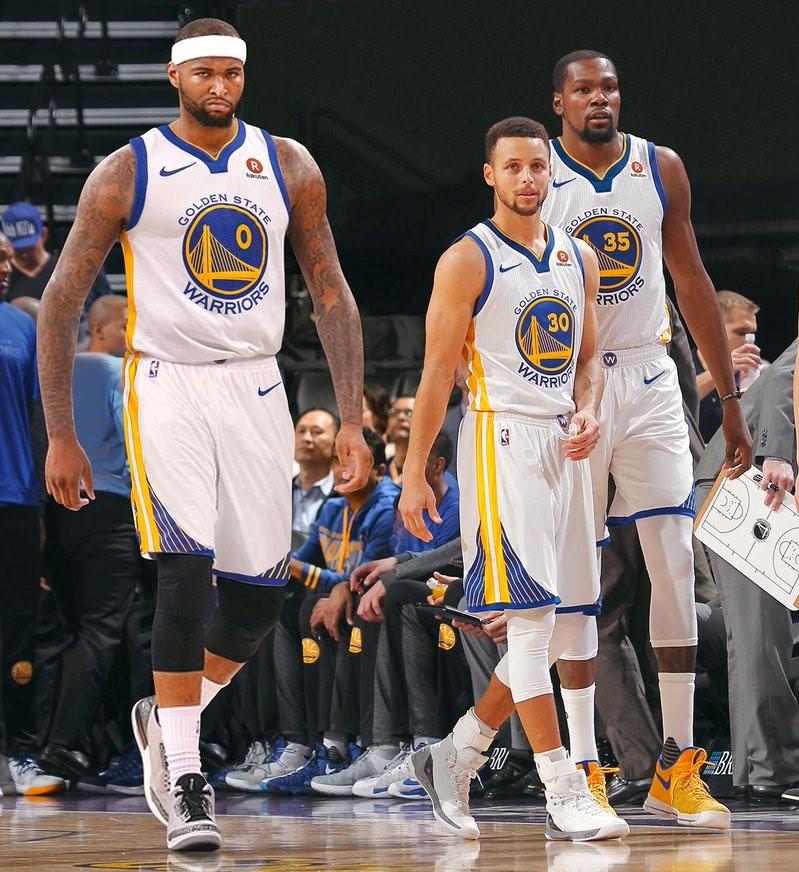 壮士 同时具有3名上个赛季场均得分25+的球员,NBA初次