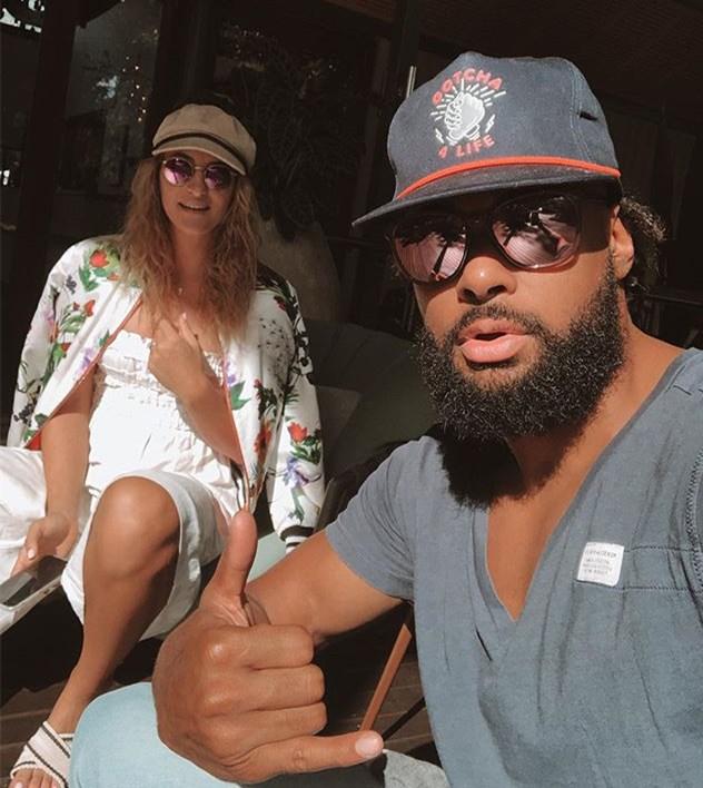 米尔斯晒自己与女友度假合照:享受拜伦湾的美好