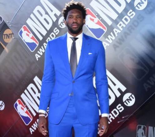 气质如何?恩比德发布自己参加NBA颁奖典礼的图集