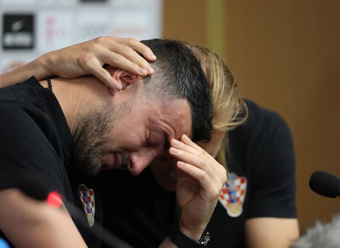 苏巴希奇落泪:故去好友不仅在我的球衣上,还在我的心里