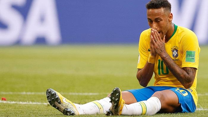舒梅切尔批评内马尔:足球的耻辱,以为他要被送到医院了