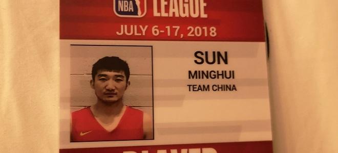 孙铭徽晒证件照,将代表红队参加NBA夏季联赛