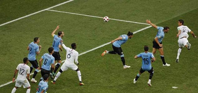 半场:瓦拉内头球破门洛里救险,法国1-0乌拉圭