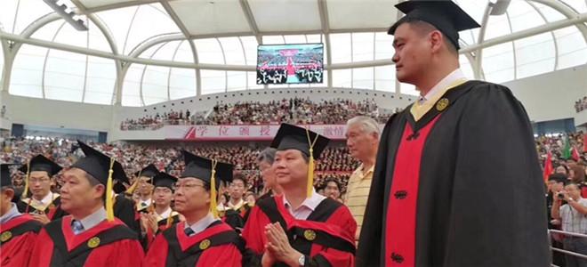 姚明正式从交大毕业并发言:未来是你们的