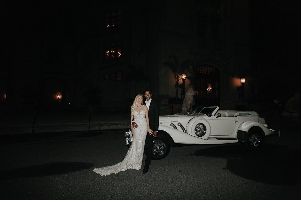贝兹莫尔宣布 与女友合照:让咱们 在炎天制作 一些浪漫